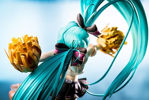 Miku Hatsune Cheerful Figure Review