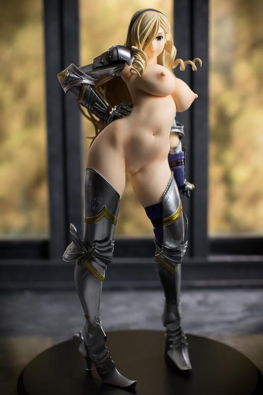 Celia Cumani Aintree figure