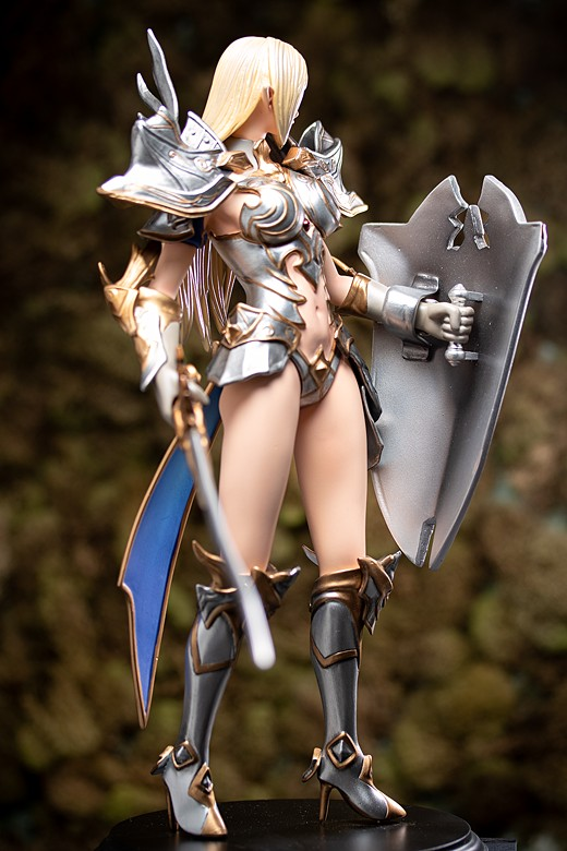 Charlize from Lineage II: Revolution