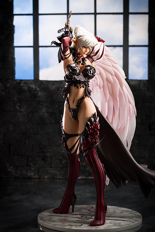 Kamael figure from Lineage II