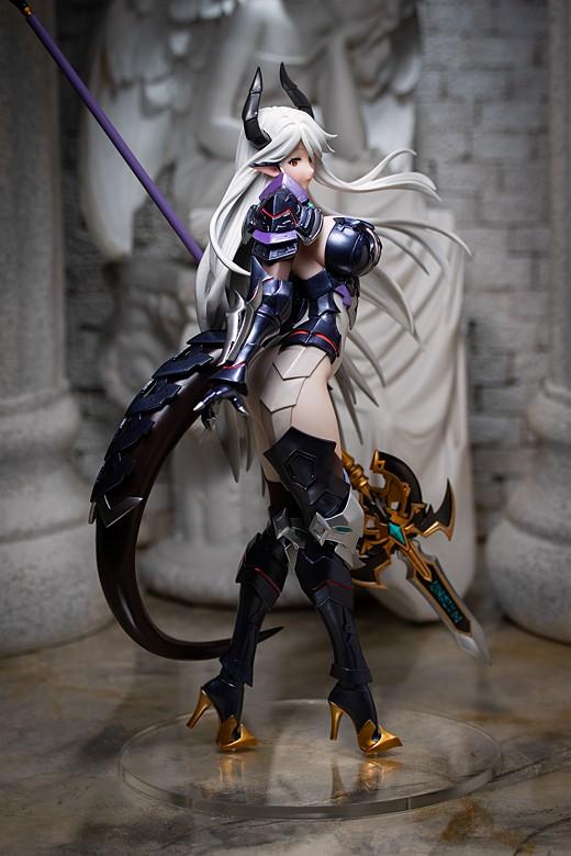Luna figure