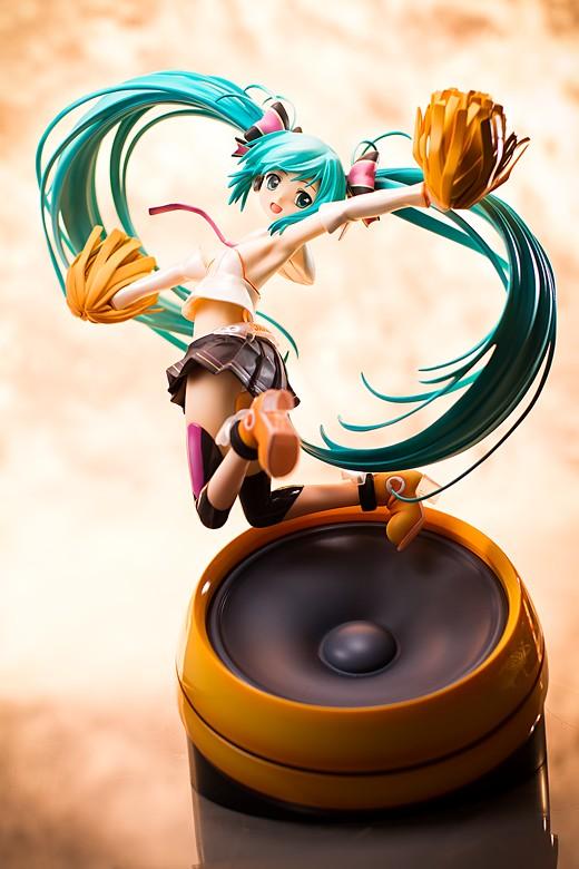 Miku Hatsune Cheerful Figure Review