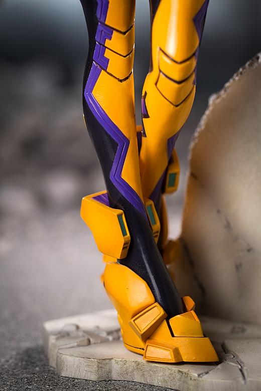 Yui's feet