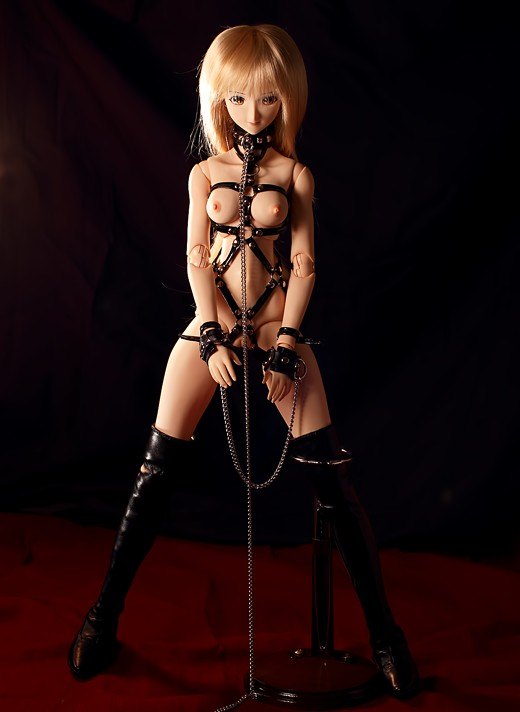 vmf50 Risa in bondage harness